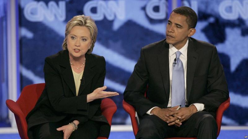 Bà Hillary Clinton và ông Barack Obama trong một cuộc tranh luận vào năm 2007 - Ảnh: VOA.