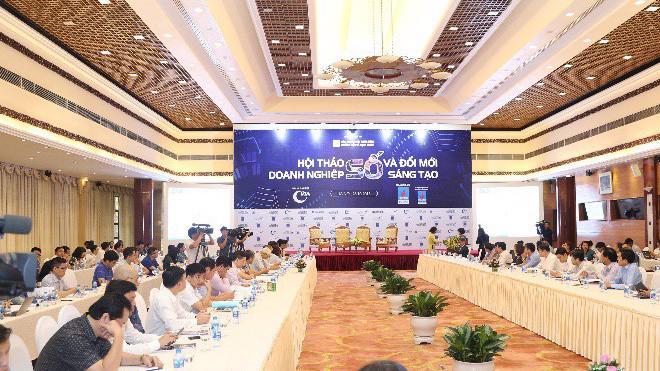 """Hội thảo bao gồm 2 phiên với chuyên đề """"Cách mạng công nghiệp lần thứ 4 và thời đại số"""" và """"Số hóa doanh nghiệp Việt Nam và quốc gia khởi nghiệp""""."""