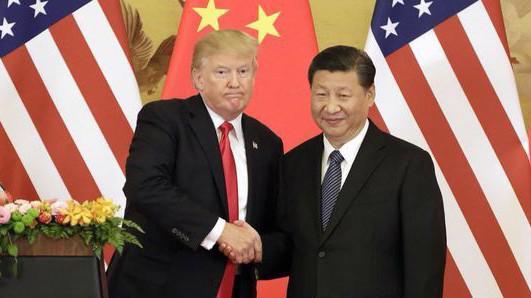 Tổng thống Mỹ Donald Trump (trái) và Chủ tịch Trung Quốc Tập Cận Bình - Ảnh: Bloomberg.