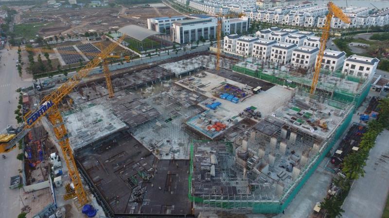 Hope Residences đang tiến hành thi công sàn tầng 2. Dự án có tầm nhìn trực diện sang hồ điều hòa 12ha.