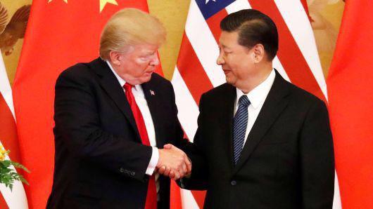 Tổng thống Mỹ Donald Trump (trái) và Chủ tịch Trung Quốc Tập Cận Bình trong cuộc gặp ở Bắc Kinh hồi tháng 11/2017 - Ảnh: Reuters/CNBC.