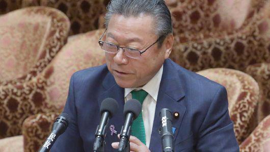 Ông Yoshitaka Sakurada, Bộ trưởng phụ trách Thế vận hội Tokyo 2020, Phó chủ nhiệm Văn phòng Chiến lược an ninh mạng thuộc Chính phủ Nhật Bản - Ảnh: Jiji/CNBC.