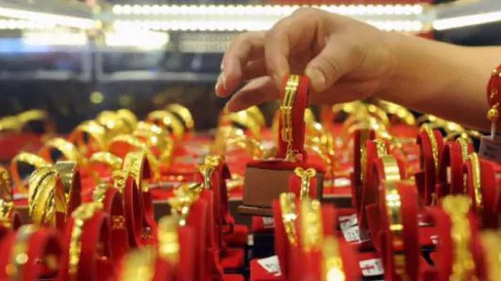 Đồng USD giảm giá giúp giá vàng thế giới đi lên.