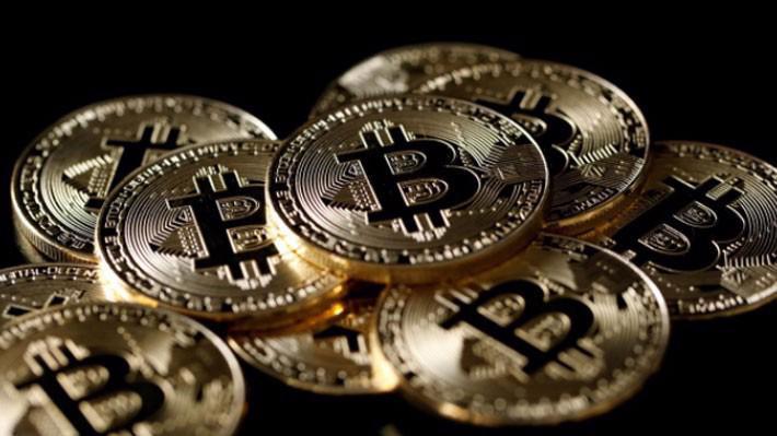 Cùng với sự sụt giá của Bitcoin, giá trị giao dịch của đồng tiền kỹ thuật số này cũng giảm chóng mặt - Ảnh: Reuters.
