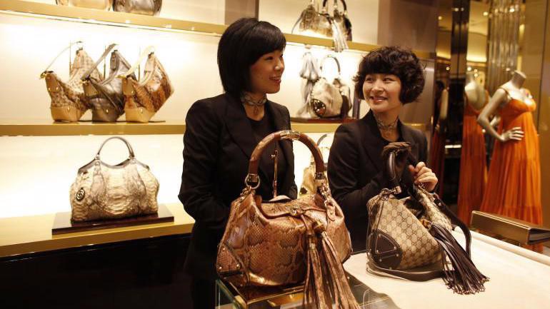 Bên trong một cửa hiệu Gucci ở Trung Quốc.