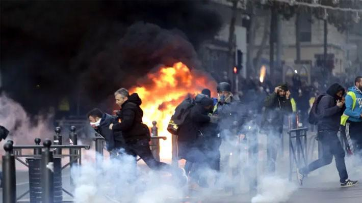 Biểu tình trên đường phố Paris hôm 8/12 - Ảnh: AP.
