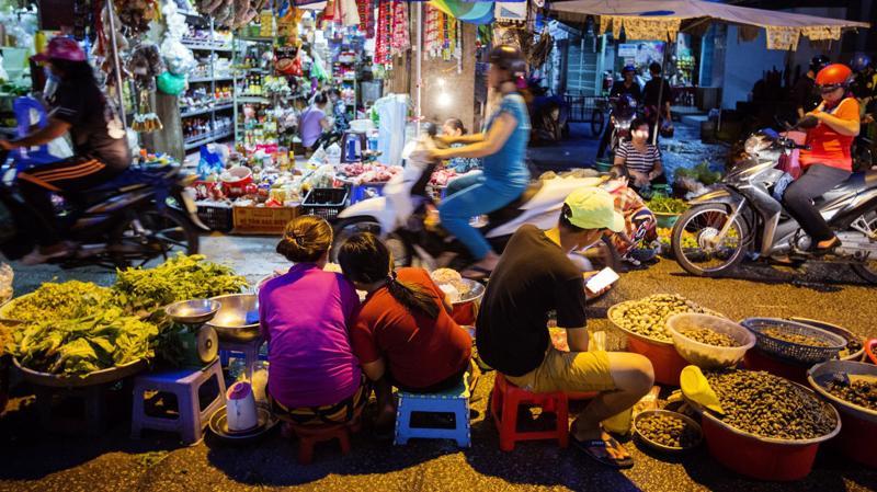 Việt Nam là một trong những nền kinh tế tăng trưởng nhanh nhất thế giới, với tốc độ tăng trưởng được dự báo đạt khoảng 7% trong năm nay - Ảnh: Bloomberg.