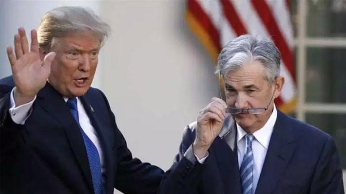 Tổng thống Mỹ Donald Trump (trái) và Chủ tịch FED Jerome Powell.