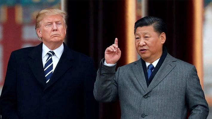 Tổng thống Mỹ Donald Trump (trái) và Chủ tịch Trung Quốc Tập Cận Bình trong chuyến thăm Bắc Kinh của ông Trump vào tháng 11/2017 - Ảnh: Reuters/SCMP.
