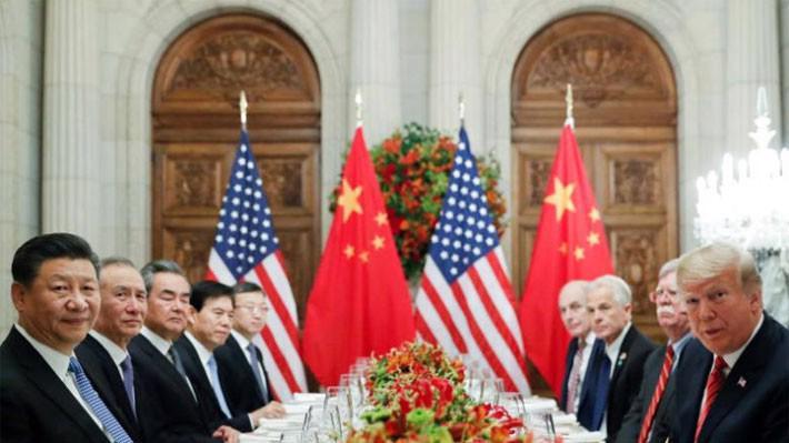 Chủ tịch Trung Quốc Tập Cận Bình (trái) và Tổng thống Mỹ Donald Trump (phải) cùng các quan chức cấp cao hai nước trong cuộc gặp ở Argentina hôm 1/12 - Ảnh: Reuters.