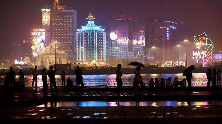 Với dân số khoảng 650.000 người và ngành sòng bạc giữ vai trò chủ lực trong nền kinh tế, Macau là một trong những thành phố có GDP bình quân đầu người cao nhất thế giới - Ảnh: Bloomberg/CNBC.