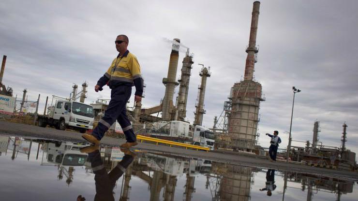 Kể từ hôm thứ Hai tuần trước đến nay, giá dầu Brent đã tăng khoảng 10% - Ảnh: Reuters/CNBC.