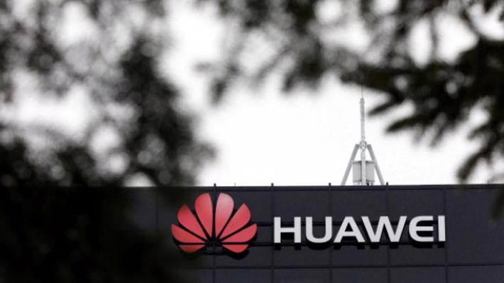 Logo Huawei tại một cơ sở nghiên cứu của tập đoàn này ở Ontario, Canada - Ảnh: Reuters.