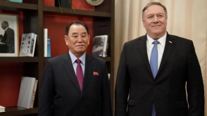 Ngoại trưởng Mỹ Mike Pompeo (trái) và quan chức cấp cao Triều Tiên Kim Yong Chol trong cuộc gặp tại Washington ngày 18/1 - Ảnh: Reuters.