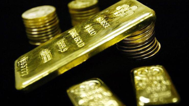 Nhiều nhà đầu tư quốc tế đang tìm kiếm sự an toàn bằng cách mua vàng, trong bối cảnh thị trường chứng khoán toàn cầu chịu áp lực giảm điểm vì kinh tế giảm tốc và chiến tranh thương mại Mỹ-Trung - Ảnh: Reuters.