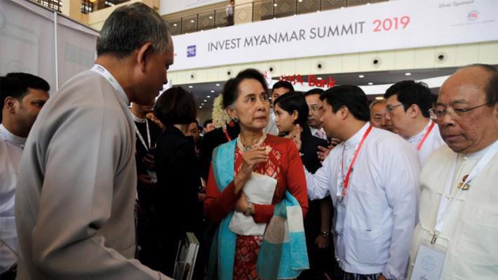 Nhà lãnh đạo Myanmar Aung San Suu Kyi tại hội nghị đầu tư khai mạc ngày 28/1 ở Naypyitaw - Ảnh: Reuters.