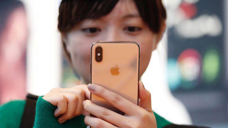 Apple cho biết đã bán được hơn 217 triệu iPhone trong tài khóa 2018 - Ảnh: Reuters/CNBC.