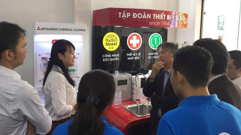 Đoàn quan khách Mitsubishi Nhật Bản vào tham quan showroom Thế Giới Điện Giải.