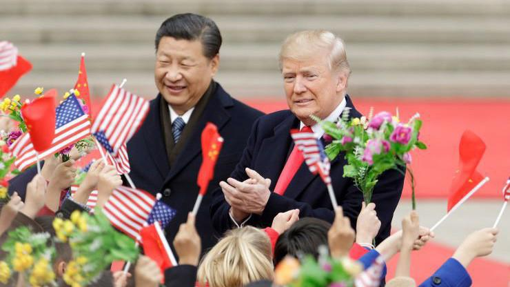 Chủ tịch Trung Quốc Tập Cận Bình (trái) và Tổng thống Mỹ Donald Trump trong chuyến thăm Bắc Kinh của ông Trump hồi tháng 11/2017 - Ảnh: Bloomberg/CNBC.