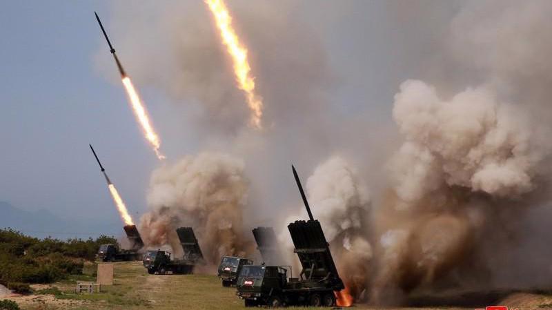 Ảnh về cuộc diễn tập phóng tên lửa của Triều Tiên được KCNA công bố ngày 5/5 - Ảnh: KCNA/Reuters.