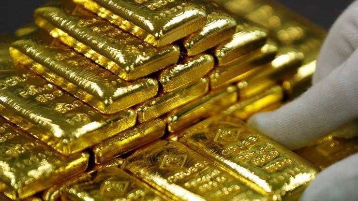 Giá vàng thế giới đang đi lên do nhu cầu phòng ngừa rủi ro của giới đầu tư gia tăng - Ảnh: Reuters/CNBC.