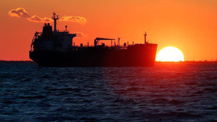 Giá dầu thế giới đang bị giằng co giữa nỗi lo thiếu cung và thiếu cầu.