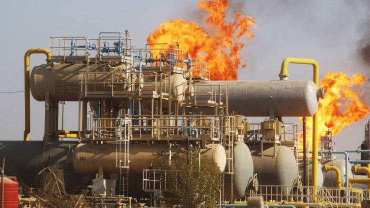 Một cơ sở dầu lửa ở Basra, Iraq, hồi năm 2016 - Ảnh: Reuters/CNBC.