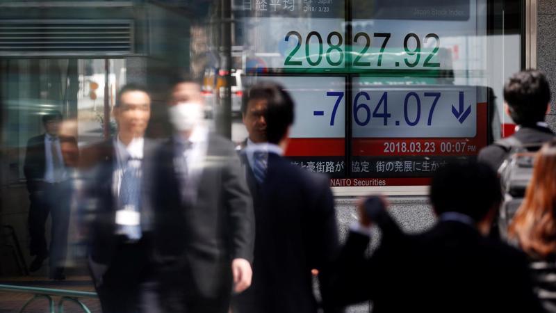 Chiến tranh thương mại Mỹ-Trung đang gây áp lực giảm lên toàn bộ thị trường chứng khoán châu Á - Ảnh: Reuters.
