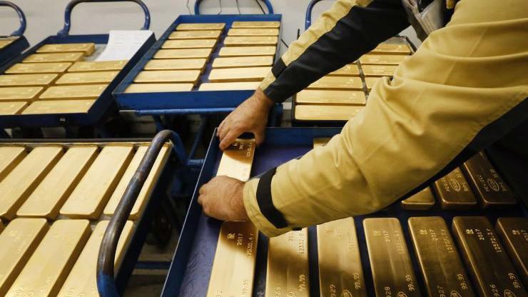 Giá vàng vừa có phiên giảm mạnh nhất trong 1 tháng - Ảnh: Reuters/CNBC.