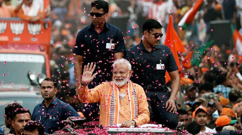 Thủ tướng Ấn Độ Narendra Modi ăn mừng chiến thắng bầu cử ngày 23/5 - Ảnh: Reuters.