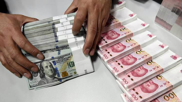 Tỷ giá Nhân dân tệ đang chịu áp lực giảm do chiến tranh thương mại Mỹ-Trung - Ảnh: WSJ.