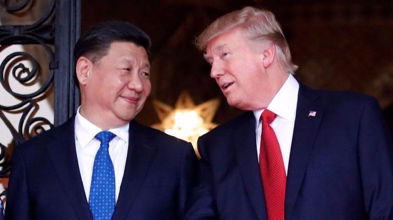 Chủ tịch Trung Quốc Tập Cận Bình (trái) và Tổng thống Mỹ Donald Trump trong một cuộc gặp vào năm 2017 - Ảnh: Reuters.