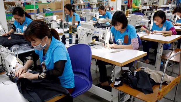 Một nhà máy dệt may ở Việt Nam - Ảnh: Business Times.