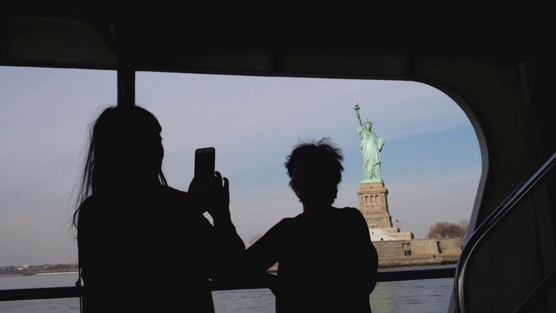 Lượng du khách Trung Quốc tới Mỹ đang có chiều hướng tăng chậm lại sau khi tăng bùng nổ vào đầu thập niên này - Ảnh: Getty/Bloomberg.