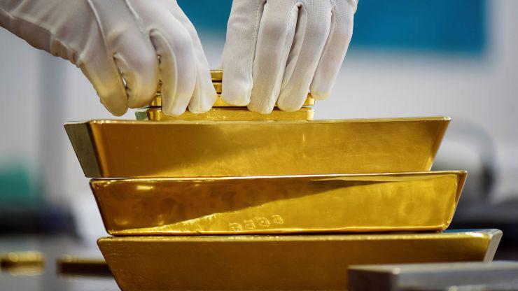 Giá vàng thế giới đã tăng 0,5% trong tuần này và tăng khoảng 0,7% trong tháng này - Ảnh: Reuters/CNBC.