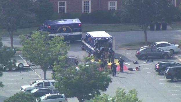 Khu vực nơi xảy ra vụ xả súng ở Virginia Beach, Mỹ, ngày 31/5 - Ảnh: Reuters.
