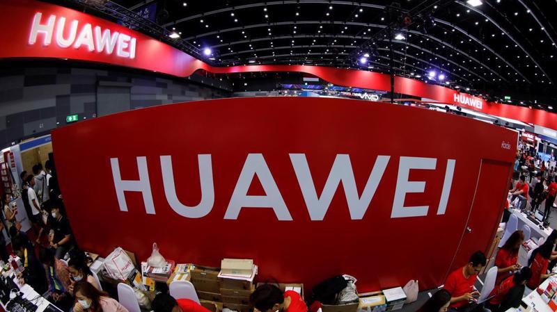 Huawei đang đương đầu sức ép lớn từ Mỹ - Ảnh: Reuters.