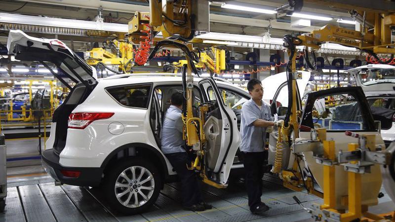 Bên trong một nhà máy lắp ráp xe Ford ở Trùng Khánh, Trung Quốc - Ảnh: Bloomberg.