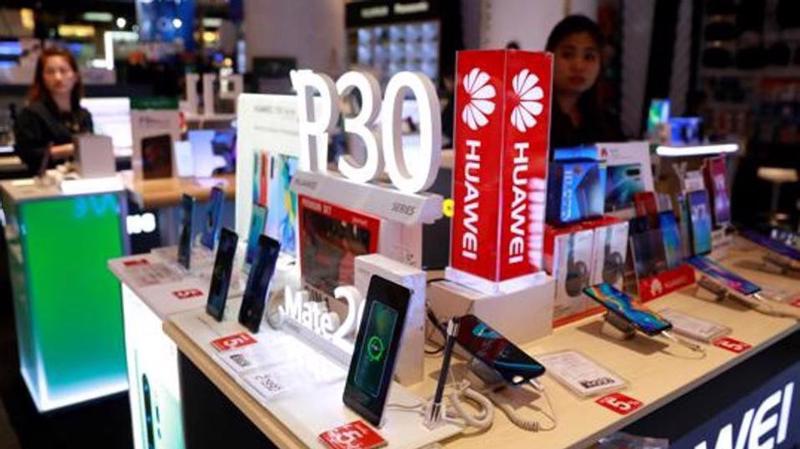 Doanh số smartphone Huawei có nguy cơ sụt giảm vì công ty bị nhiều nhà cung cấp Mỹ cắt quan hệ.