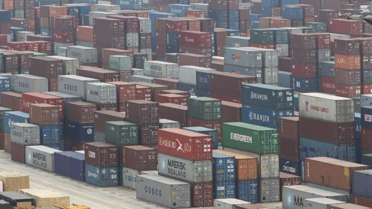 Những container hàng hóa ở cảng Thượng Hải, Trung Quốc - Ảnh: Getty/CNBC.