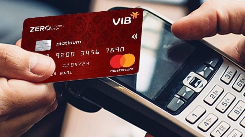 Với loại thẻ VIB Zero Interest Rate miễn lãi trọn đời, bạn có thể trả nợ thẻ thành nhiều kỳ, mỗi kỳ chỉ từ 20% dư nợ còn lại, mà hoàn toàn không phải chịu lãi.