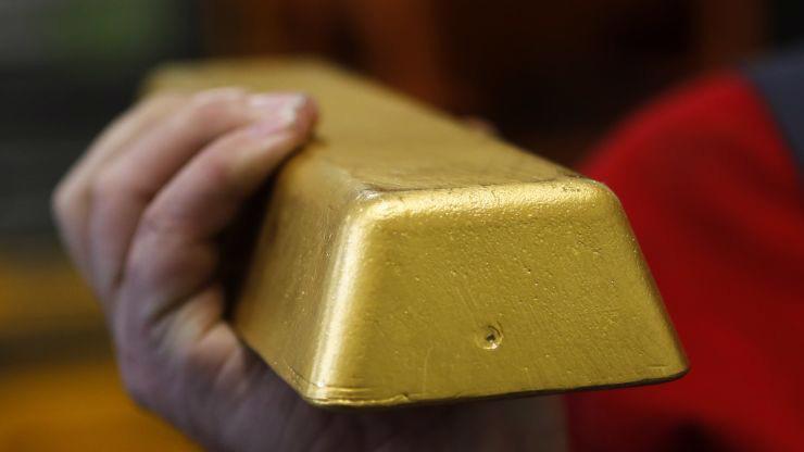 Giá vàng thế giới đang ở vùng đỉnh của 6 năm - Ảnh: Reuters.