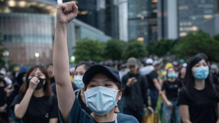Người biểu tình ở khu trung tâm của Hồng Kông hôm 2/9 - Ảnh: Shutterstock.