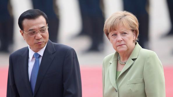 Thủ tướng Trung Quốc Lý Khắc Cường (trái) và Thủ tướng Đức Angela Merkel.