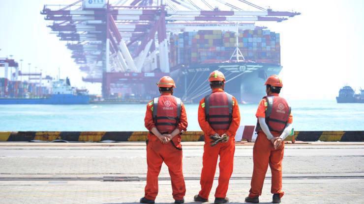 Một cảng biển ở Thanh Đảo, Sơn Đông, Trung Quốc - Ảnh: Reuters.