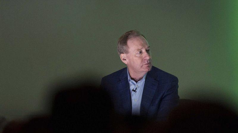 Ông Brad Smith, Chủ tịch kiêm Giám đốc pháp lý của Microsoft - Ảnh: Bloomberg.