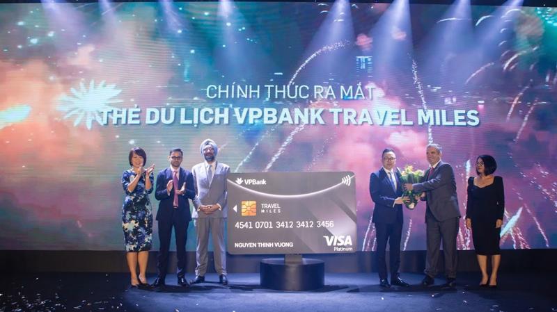 Sản phẩm thẻ VPBank Visa Platinum Travel Miles cho phép chủ thẻ tích lũy VP Travel Miles từ tất cả mọi chi tiêu hàng ngày.