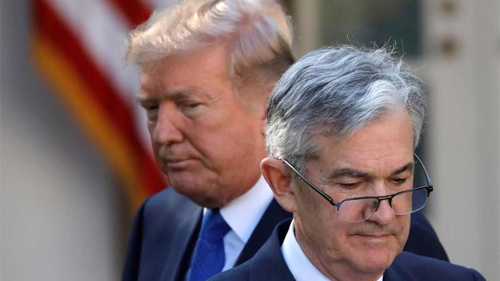 Tổng thống Mỹ Donald Trump (trái) và Chủ tịch Cục Dự trữ Liên bang Mỹ (FED) Jerome Powell - Ảnh: Reuters.