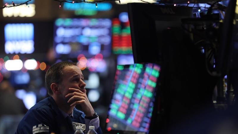 Một nhà giao dịch cổ phiếu trên sàn NYSE ở New York, Mỹ - Ảnh: Getty/MarketWatch.