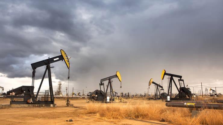 Giá dầu đang được hỗ trợ bởi căng thẳng địa chính trị ở Trung Đông, nhưng cũng chịu sức ép giảm từ thương chiến Mỹ-Trung - Ảnh: Getty/CNBC.